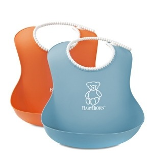 2 Baberos Babybjorn Suaves: 1 Naranja y 1 Turquesa